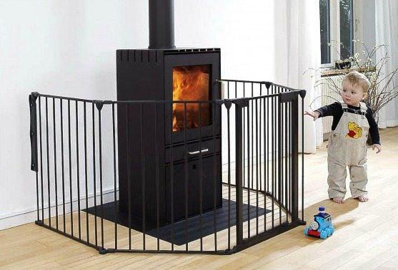 Grille de protection de poêle et cheminée vendue chez Glaesener-Betz, indispensable avec des enfants ou des animaux.