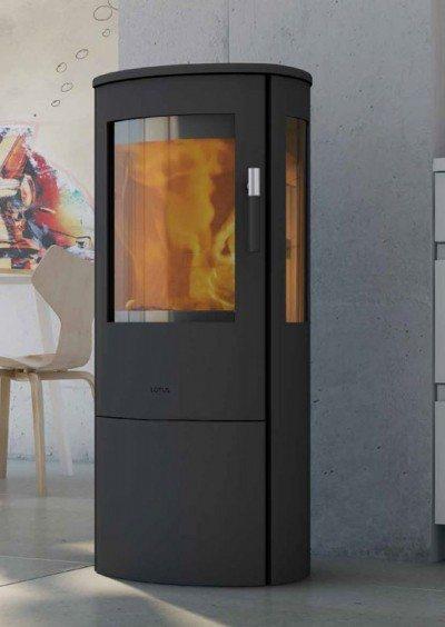 Venez découvrir ce poêle à bois LOTUS Mira dans notre salle d'expo Glaesener-Betz à Redange/Attert.