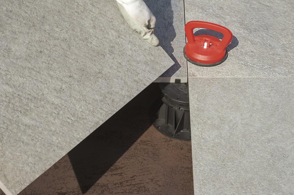 Carrelage extérieur posé sur plot: système BUZON vendu chez Glaesener-Betz