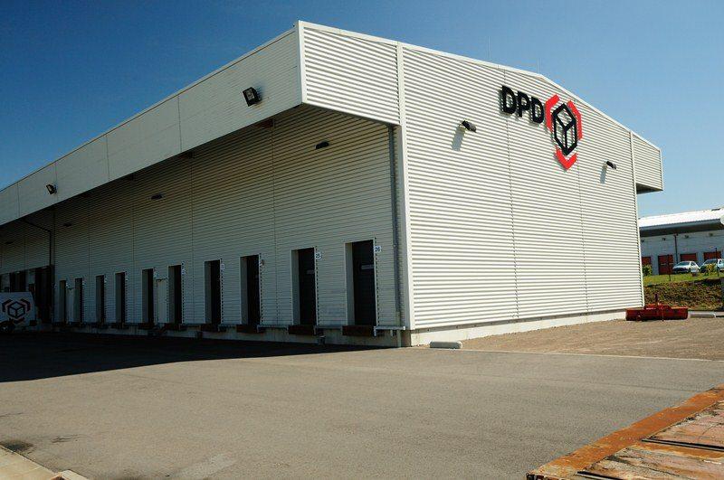 DPD Bettembourg: portes sectionnelles industrielles HÖRMANN SPU40 posées par Glaesener-Betz.