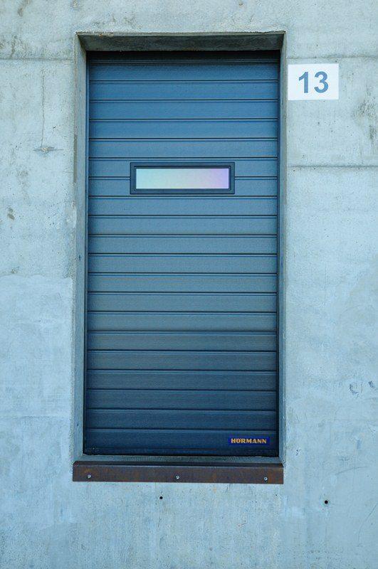 DPD Bettembourg : portes sectionnelles industrielles HÖRMANN SPU 40 RAL 7016 posées par Glaesener-Betz.
