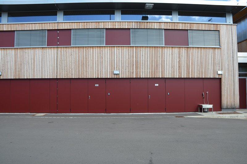 Service de voirie à Cessange (Ville de Luxembourg): portes en acier deux ventaux HÖRMANN posées par Glaesener-Betz.