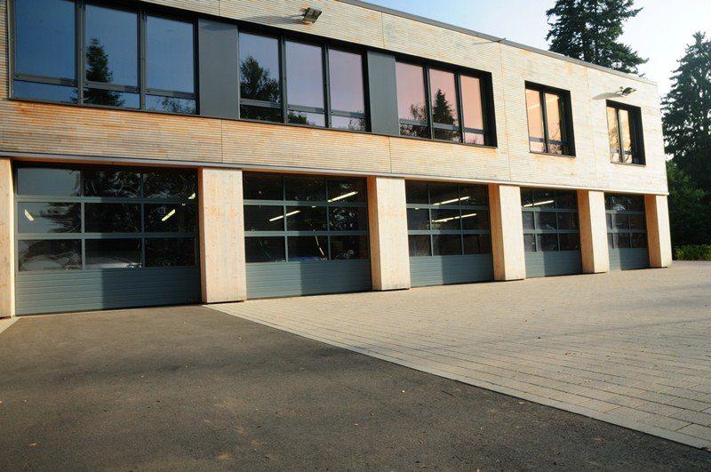 Atelier protégé ASBL Op Der Schock à Redange-sur-Attert: portes sectionnelles industrielles HÖRMANN APU 40 posées par Glaesener-Betz.