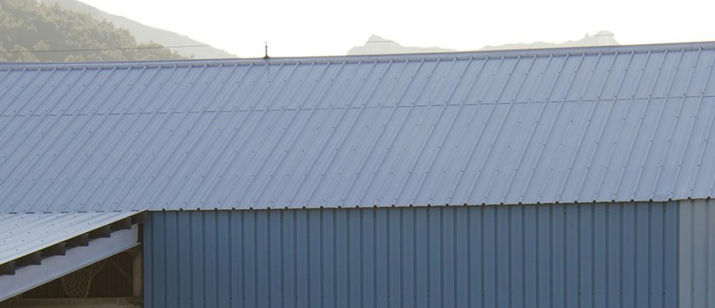 Différentes sortes de panneaux sandwich pour votre toit disponible chez Glaesener-Betz et livrable sur chantier.