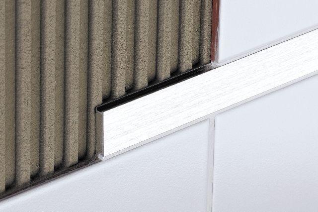 Schlüter DesignLine est un listel pour la décoration des revêtements muraux. Il est vendu chez Glaesener-Betz.