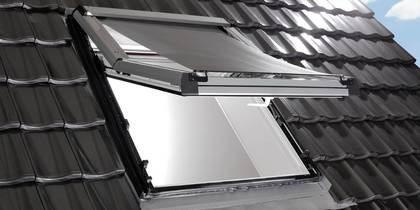 Fenêtre de toit Roto avec store extérieur de protection solaire Screen
