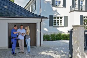 Renovation de votre porte de garage: notre technicien spécialisé en rénovation viendra chez vous prendre les mesures exactes, vous conseiller dans votre choix et vous faire un devis. C'est gratuit.