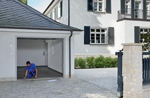 Renovation de votre porte de garage: notre technicien spécialisé en rénovation viendra chez vous prendre les mesures exactes et vous faire un devis. C'est gratuit.